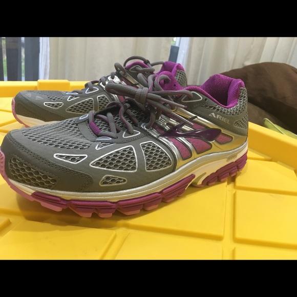 b4a33eba2ce Brooks Shoes - Brand New Brooks Ariel 14 Womens 11.5 W (D)